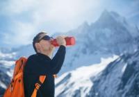 攀登哈巴雪山的时候,我们喝什么类型的饮料才有用